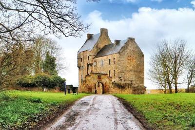 Lallybroch-Midhope-Castle.jpg