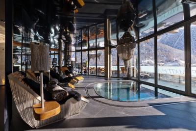interior-casamunte-regal2-piscina.jpg